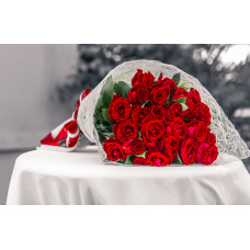 30 Desinger Red Roses in Jute Pack