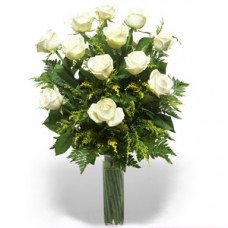 12 white cream roses in vase